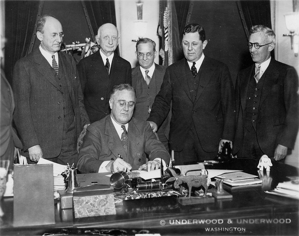 roosevelt-signing-bill